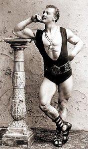 Il bodybuilding Eugen Sandow, fotografato nel 1894